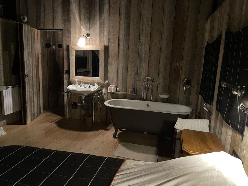 Chalet de l'Arbalette-les-Arcs-1600-location-montagne-chambre-double-avec-baignoire