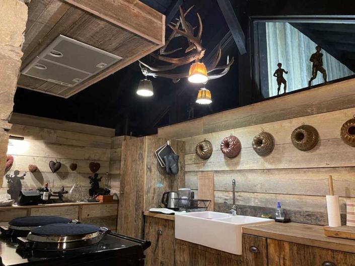 Chalet-de-l-Arbalette-les-Arcs-1600-location-montagne-cuisine-vintage