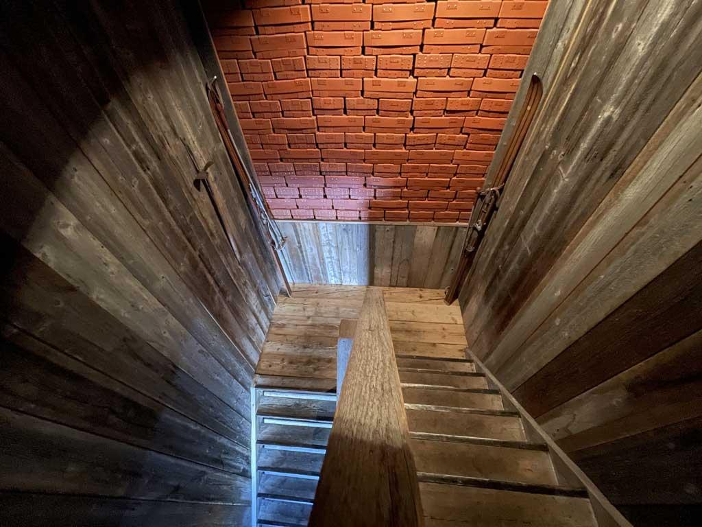 Chalet-de-l-Arbalette-les-Arcs-1600-location-montagne-escalier